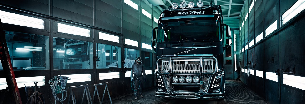 Volvo trucks euro 6 services FH 16 in workshop